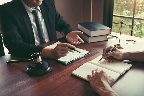 Comment préparer un testament et un mandat d'inaptitude chez le notaire