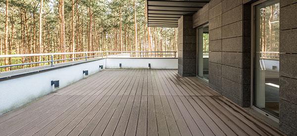 Combien cela coûterait de faire un plancher de balcon ?