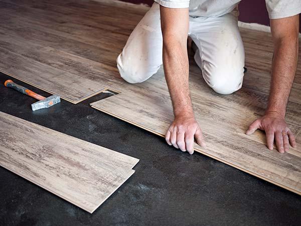 plancher-amenagement-sous-sol-tapis-vs-bois-franc-vs-bois-flottant-vs-vinyle