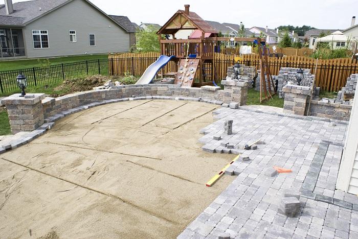 soumissions et coût pour aménagement de patio en béton ou pavé