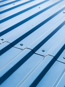 Les avantages des revêtements en métal pour une toiture et ses désavantages aussi.