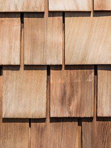 Les bardeaux de bois pour une toiture sont un bon choix naturel pour un revêtement chez Soumissions Maison.