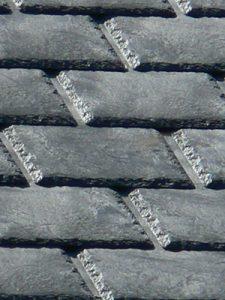 Des pneus recyclés ou un toit métallique sont des options pour un revêtement pour une toiture au Québec.