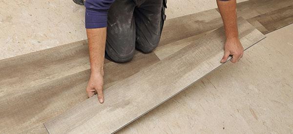 Étant donné tous les excellents revêtements de plancher offerts sur le marché, tenir compte de l'endroit où il sera installé est la première étape pour un choix judicieux; vient ensuite le prix du recouvrement de plancher qui vous intéresse