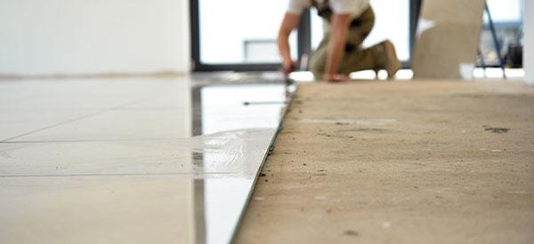 La durabilité, la diversité, la résistance thermique et à l'humidité des recouvrements de plancher en céramique en font un choix de couvre-plancher toujours plus populaire