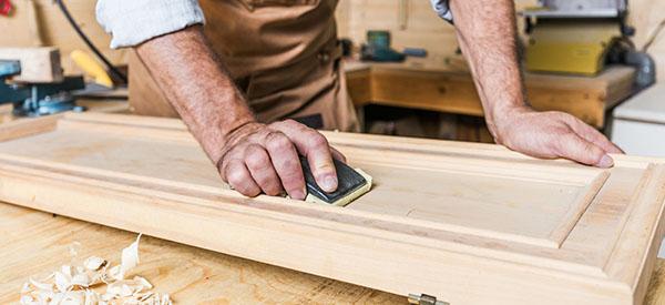 La rémunération des professionnels fait partie du prix pour des meubles et armoires en bois