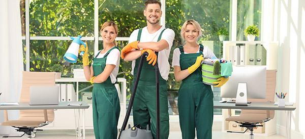 Que fait une entreprise d'entretien ménager après des rénovations ?
