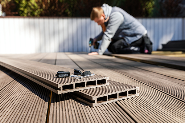 Quels prix et avantages du balcon ou patio de bois?